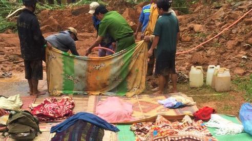 Ảnh: Hiện trường vụ sạt lở đất kinh hoàng khiến 6 người trong gia đình bị vùi lấp, tử vong