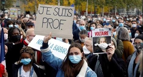 Nước Pháp 'nổi sóng' sau vụ giáo viên bị chặt đầu