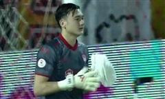 Clip Văn Lâm xuất thần cản phá 3 cú sút liên tiếp ở giải VĐQG Thái Lan