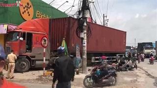 Container mất lái gây tai nạn liên hoàn