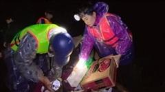 Những phụ nữ nửa đêm vào vùng lũ: 'Chúng tôi dành 20/10 cho miền Trung'