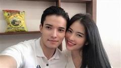 Nam Anh đăng ảnh đưa Sỹ Hưng về ra mắt mẹ, bạn trai hé lộ luôn thời gian hẹn hò