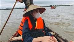 Đằng sau hình ảnh lăn xả giữa biển nước đi cứu trợ là một Thủy Tiên 'hoảng sợ tột độ, ám ảnh những gì tận mắt chứng kiến'