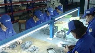 Tinh thần thi đua lao động sản xuất của nữ lính thợ