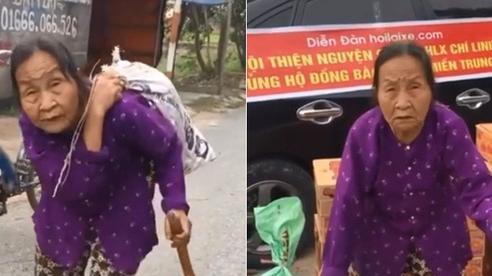 Clip: Cụ bà ở Hải Dương 'cõng' bao quần áo và mì tôm gửi xe ủng hộ miền Trung, món quà nhỏ nhưng giàu nghĩa tình khiến nhiều người xúc động