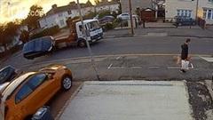 Vượt ẩu, xế sang Audi lăn nhiều vòng trên đường
