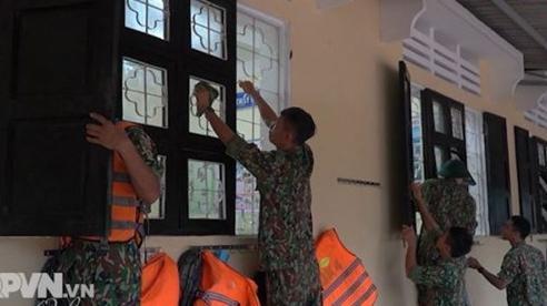 Bộ đội tích cực giúp nhân dân khắc phục hậu quả mưa lũ