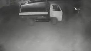 Kinh hãi chiếc 'xe ma': Xe đi lùi, cửa mở ra mà tuyệt nhiên KHÔNG có bóng người nào