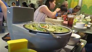 Nhà hàng kì dị, đồ ăn lấy cảm hứng từ… phân và toilet