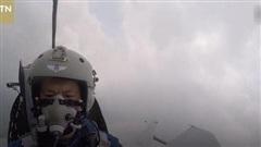 Clip: Chiến đấu cơ Trung Quốc bị chim tấn công, lao thẳng xuống đất