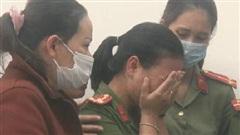 Clip: Đồng đội, người thân nghẹn ngào tiễn đưa Đại úy Công an hy sinh trong lúc cứu dân bị lũ quét