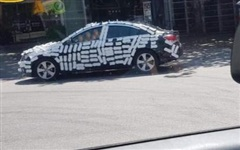 Đậu xe ô tô chắn ngang cửa hàng, tài xế phải 'khiếp vía' khi quay trở lại
