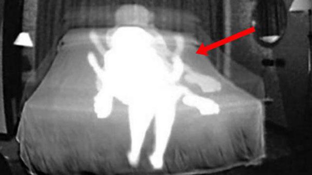 TOP LẠ TUẦN: Lén lắp camera, chồng phát hiện việc làm động trời của vợ trẻ cùng con trai riêng; Tử thi trong mộ cổ đột ngột 'biến dạng' khiến các nhà khảo cổ khiếp sợ