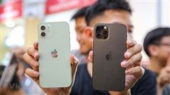 Cận cảnh những chiếc iPhone 12 đầu tiên 'cập bến' Việt Nam