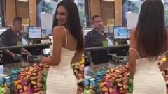 Làm thử thách tụt váy để xem phản ứng của người đối diện, cô gái xinh đẹp bị cộng đồng mạng ném đá, chỉ trích