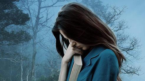 Nửa đêm mưa gió, mẹ người yêu dắt tôi bỏ chạy khỏi căn nhà ám ảnh suốt 3 tháng với số tiền lẻ trong tay và lời dặn dò rớm nước mắt