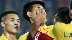 Cầu thủ U22 Việt Nam 'vồ thẳng mặt' đối thủ, nhận thẻ đỏ nhưng vẫn quyết ăn thua đủ với trọng tài