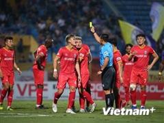 Thêm huấn luyện viên phàn nàn trọng tài V-League khi đối đầu Hà Nội FC