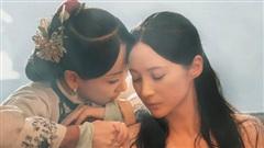 Cảnh tắm bồn của 2 mỹ nữ CBiz gây sốc, biết người đứng sau tạo chiêu trò netizen càng hốt hoảng hơn
