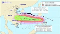 Bão số 9 giật cấp 14 khi vào Biển Đông và tiếp tục mạnh thêm