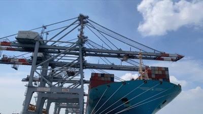 Siêu tàu container lớn nhất thế giới cập cảng Cái Mép