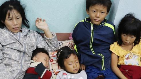 Từ tâm bão Quảng Ngãi: Chồng tâm thần cùng vợ đưa 4 con chạy bão, căn nhà nhỏ mặc kệ 'gió lung lay'
