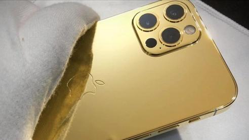 Cận cảnh iPhone 12 Pro mạ vàng 24K giá hơn 100 triệu đồng tại Việt Nam