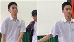Chỉ là biểu diễn văn nghệ ở trường nhưng nam sinh lại gây sốt vì biểu cảm 'khó ở' từ đầu đến cuối, đố ai xem mà nhịn được cười
