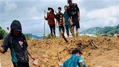 ĐỪNG LỠ ngày 29/10: Sạt lở kinh hoàng vùi lấp 53 người ở Quảng Nam, cả gia đình bí thư xã mất liên lạc; Năm nay rất lạ, đào rừng nở giữa thu