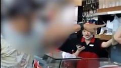 Bị nhắc nhở sau khi khạc nhổ bừa bãi, người đàn ông 'hổ báo', dọa đốt cửa hàng