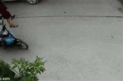 Vụ clip bị giật túi xách, người phụ nữ ngã đập mặt xuống đường: 'Gô nhóc' và 'Mèo' bị bắt là ai?