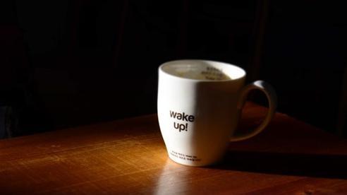 Không phải cứ dậy sớm là thành công, trong khi dậy muộn có những lợi ích tuyệt vời: Tiết kiệm tiền và thời gian, sáng tạo, yêu bản thân...