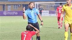Lo vắng mặt khi đấu Hà Nội FC, tiền đạo Viettel nhầm lẫn 'ngớ ngẩn' khiến đồng đội nổi cáu