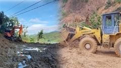 Ảnh: Cận cảnh nỗ lực mở đường vào hiện trường vụ sạt lở đất vùi lấp hàng chục người ở Quảng Nam