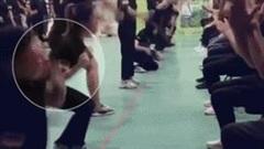 Tham gia huấn luyện doanh nghiệp, nhân viên quỳ dưới đất tự tát vào mặt