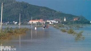 Lực lượng vũ trang cùng nhân dân khắc phục hậu quả bão số 9