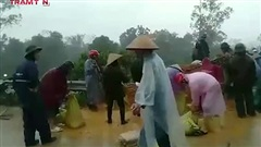 Nghệ An - Hà Tĩnh: Mưa xối xả, người dân chạy lũ trong đêm