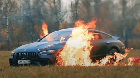 Đốt xe tiền tỷ vì lý do gây sốc