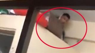 Nam thanh niên trốn ở nhà vệ sinh của phòng trọ… nữ