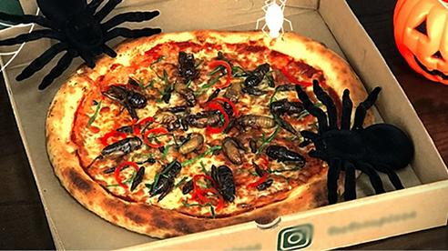 Pizza cho mùa Halloween tại Hà Nội: Topping dế mèn, châu chấu, ve sầu... đủ cả