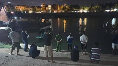 Bị bố mẹ cấm yêu đương, nữ sinh lớp 12 nhảy sông tự tử