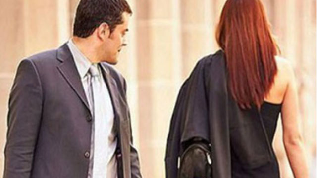 Chồng quay ngoắt thái độ sau khi nhìn thấy thân hình nóng bỏng của vợ đồng nghiệp
