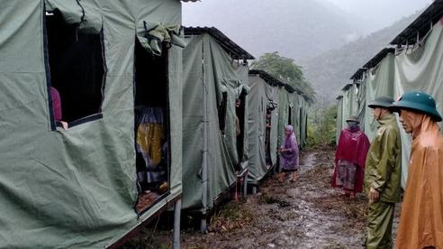 Lo sạt lở, Nghệ An sơ tán khẩn cả nghìn người đến lán trại tập trung