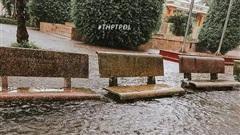 Mưa lớn nhiều ngày biến trường học Nghệ An thành bể bơi, có chỗ ngập sâu cả mét