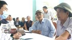 Bộ Quốc phòng chăm sóc sức khỏe người dân vùng lũ