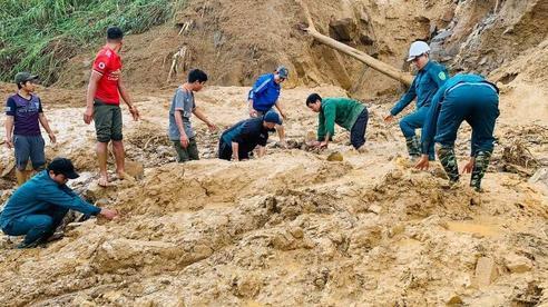 Vụ sạt lở vùi lấp 13 người ở Phước Sơn: Tìm thấy 1 thi thể trẻ em ở hiện trường, 1 thi thể dưới lòng hồ thuỷ điện