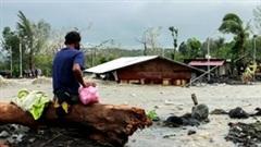 Philippines tan hoang sau siêu bão, hàng trăm nhà cửa bị nhấn chìm