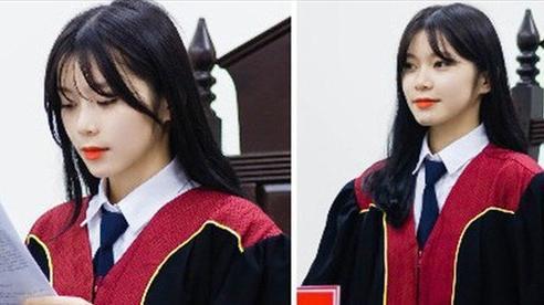 Nữ sinh 21 tuổi ngồi ghế Thẩm phán được dân mạng xin info không ngớt vì quá xinh