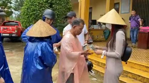 Vụ Thủy Tiên tạm ngừng trao tiền ở Quảng Trị: Chủ tịch xã nói nhận được lịch trao quà 'quá gấp'