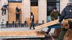 Lo ngại bạo loạn, nhà hàng, cửa hàng Mỹ gia cố cửa nẻo trước ngày bầu cử